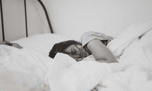 【夢占い】遅刻する夢はストレスの現れ?状況別に意味は変わってきます