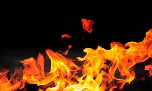 【夢占い】火事の夢は炎の大きさで意味合いが変わる!