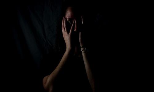 【夢占い】何度も怖い夢を見てしまう原因は?対策方法はある?